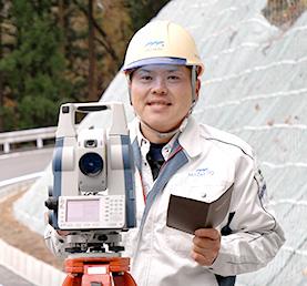 村下 潤 / 2010年入社